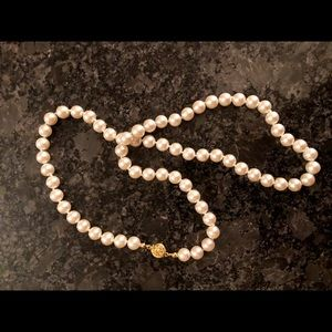 """Jewelry - Lovely Luster 22"""" Pearl Necklace """